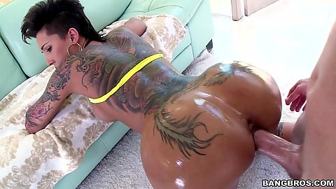 Elegant ass tattoo whore Bella Bellz rear entry banging