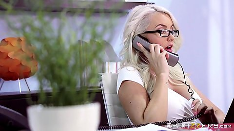 Delicious secretary Gigi Allens answering phone and getting fucked at the same time
