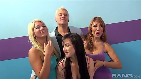 Solid babes in fuck a fan show with Ava Devine and Laela Pryce