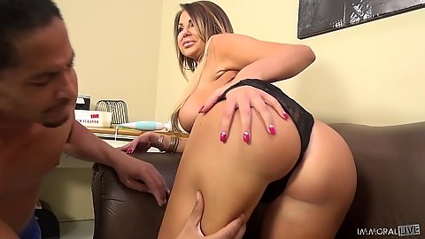 Juicy mifl ass latina Nikki Nine ants a black cock