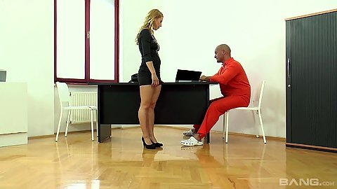 Blonde hottie Nikky Thorne comes into the office to seduce her criminal client
