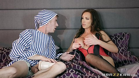 Nikki Benz gets a dude to toy with her