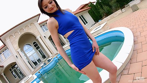 Natural body and great blue dress from Betty Lynn outdoors