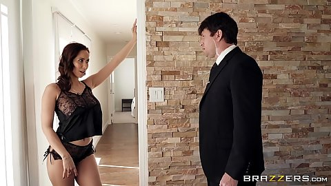 Immoral Isis Love seducing her private bodyguard and drags him into the bathroom