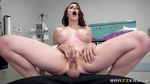Sperm donor gets lucky fuck from desperate housewife milf Chanel Preston