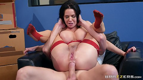 Veronica Avluv is a landlady that needs a large ass treching anal bang