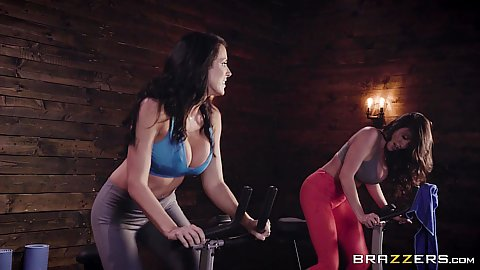 Ariella Ferrera and Reagan Foxx working otu at the gym then eat seaty pussy in yoga pants