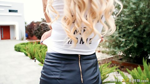 Blonde girl in sex clothes outdoors milf Jessa Rhodes