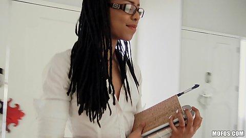 Ebony girl with nice body and dressed to impress Kira Noir