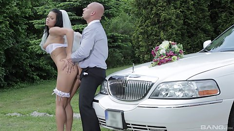 Jaw dropping bride Victoria Blaze fucked in standing position outdoors before wedding