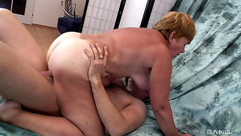 Oldtimer gilf Jana riding cock and sucking it