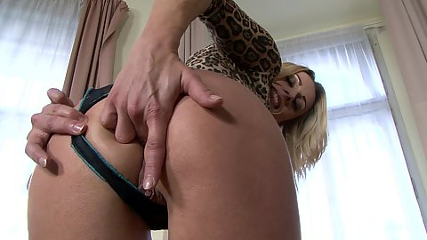 Milf fucks own ass with fingers and sits on huge toy