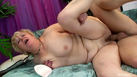 Mature woman screwing dick and eating cum