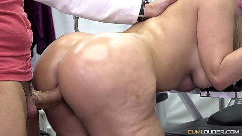 Gynocologist doctor loading bubble butt latina milf Blondie Fesser from behind while standing fucked and ejaculates medically on her face