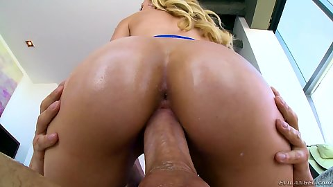 Such a quintessential leggy blonde booty on cock pussy riding Alexa Grace