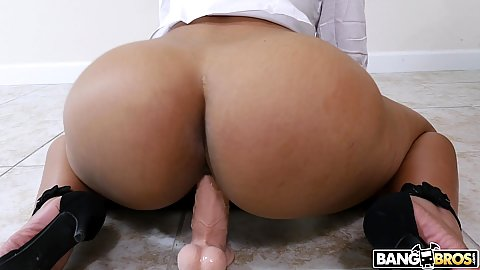Great big ass realtor in glasses Rose Monroe fucks a toy attached on the floor then sucks head