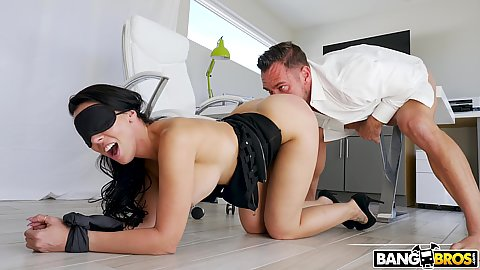 Blindfolded and tied hands milf Rachel Starr on her knees in the office getting licking from boss and some toe sucking