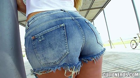 Sexy denim shrots on public ass latina Carol Ferrer flashing her butt cheeks and teasing all of us