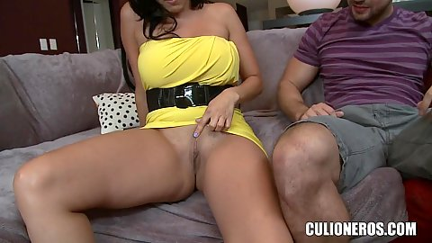 Flaming milf Diamond Kitty shows that she got no panties under her yellow dress and its nough for this guy to nipple on her nipples