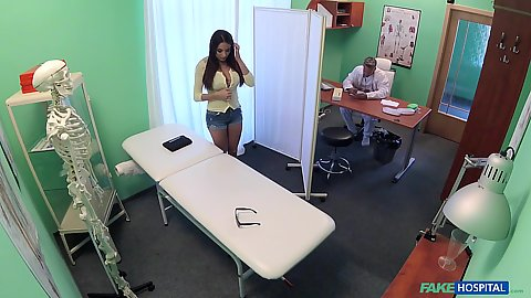 Tight shorts girl Anissa Kate asked to get naked by the doctor he immediately comes in and gets his dick sucked