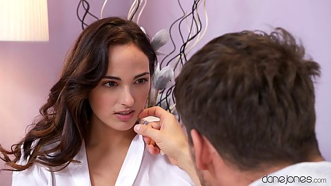 This Spanish stunning brunette Claudia Bavel wants romantic love and we cant blame her