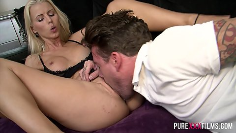 Gullible girl gets her pussy eaten in a friendly manner Lynna Nilsson