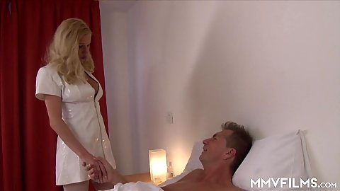 Blondie wants her boobies rubbed with oil in bed Manu Magnum