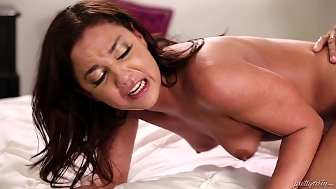 Amara Romani looks hard fucked her face is all stretched and dont even start on her pussy