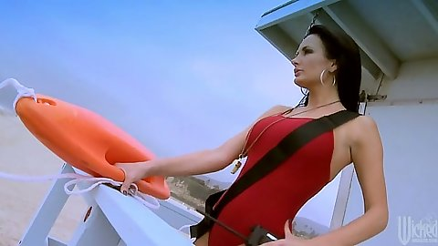 Lifeguard milf Lisa Ann looking for some cock