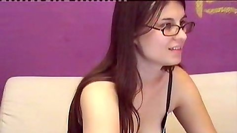 Solo teen amateur Tarasabrina chatting on her webcam channel