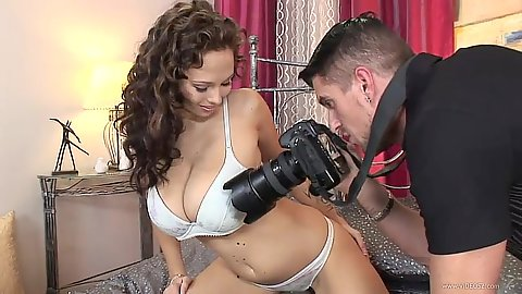 Big tits bras and panties get pictures taken Dominno